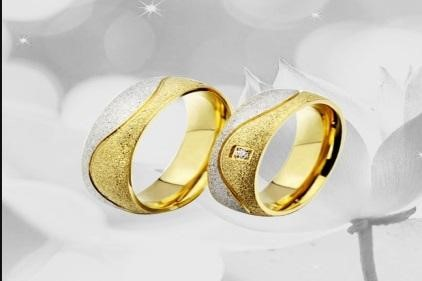 cincin tunangan kombinasi emas dan perak
