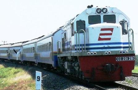 Tips Ampuh Agar Anak-Anak Tak Rewel Ketika Bepergian Naik Kereta